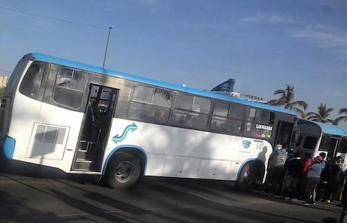 PIDEN CAMBIAR CHATARRABUSES…    Usuarios de camiones de Las Palmas  se quejan de las tarifas elevadas