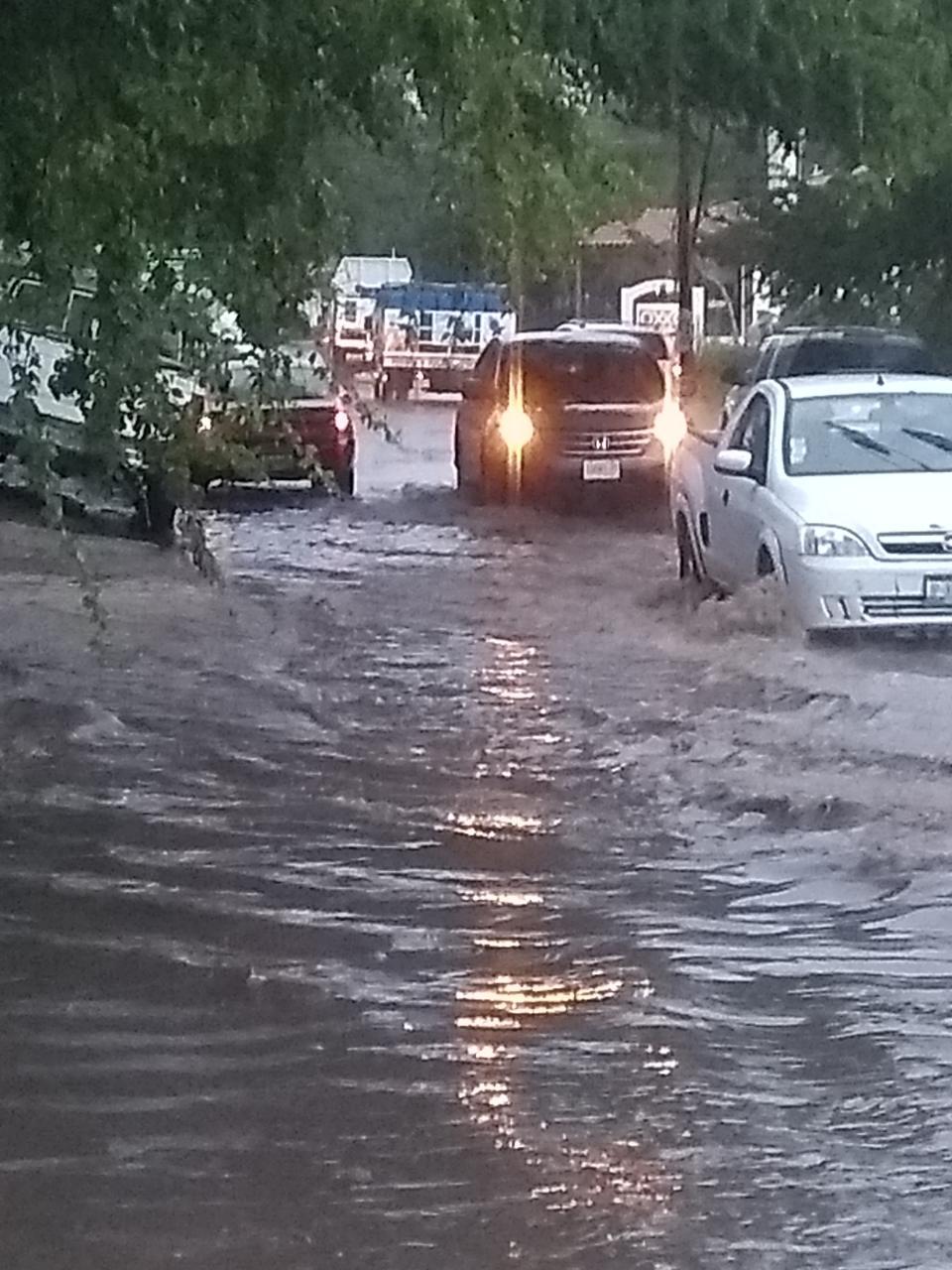 """El alerta por mucha agua, vado de """"El Tecualeño"""""""