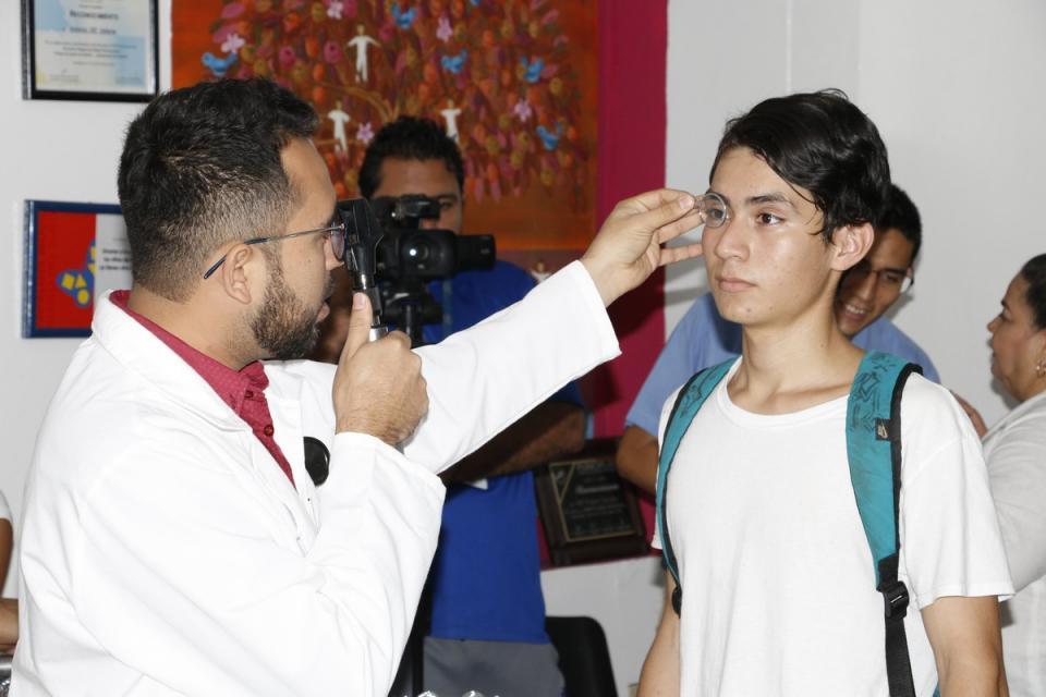 Otorgará DIF lentes gratuitos a niños y jóvenes de Puerto Vallarta