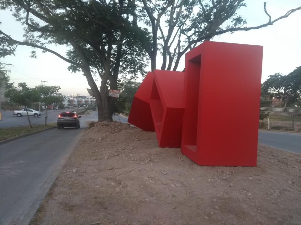 En avenida de los Poetas y Exiquio Corona esta Monumento Sinousidades de Melquiades Rosario