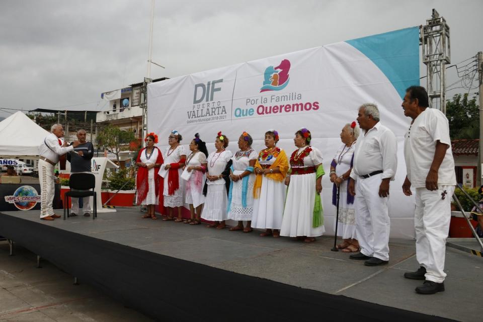 Destacan adultos mayores en el Festival de Día de Muertos