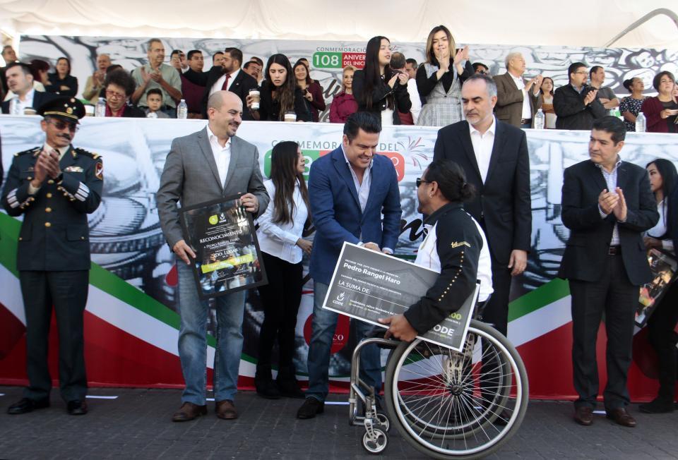 Preside Gobernador de Jalisco desfile  conmemorativo de la Revolución Mexicana