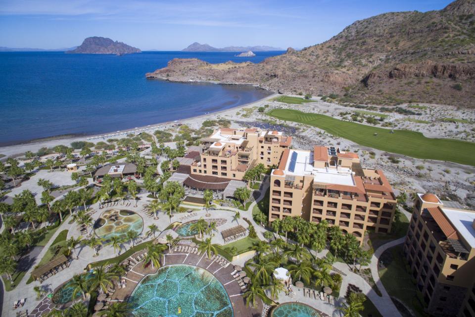 "Gana Villa del Palmar Loreto ""Condé  Nast Traveler Readers' Choice Award"""