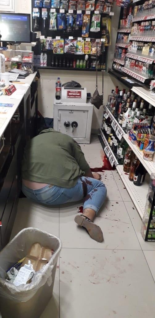 Asesinada de siete balazos al  interior de la tienda en Tomatlán