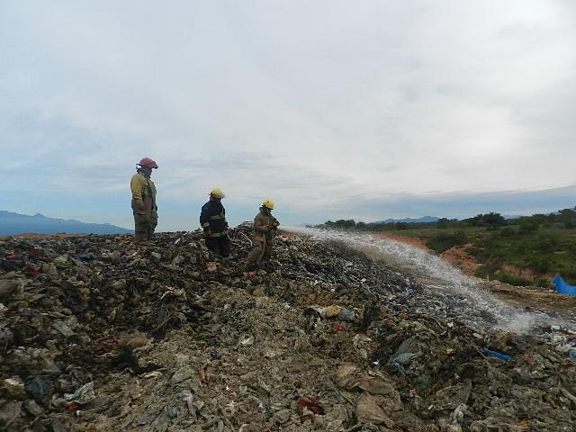 Utilizan 30 mil litros de agua para sofocar incendio en Gavilanes