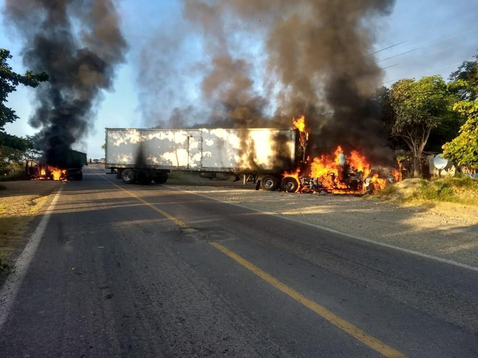 Se registran Bloqueos y quema de Vehículos en Tomatlán, Jalisco