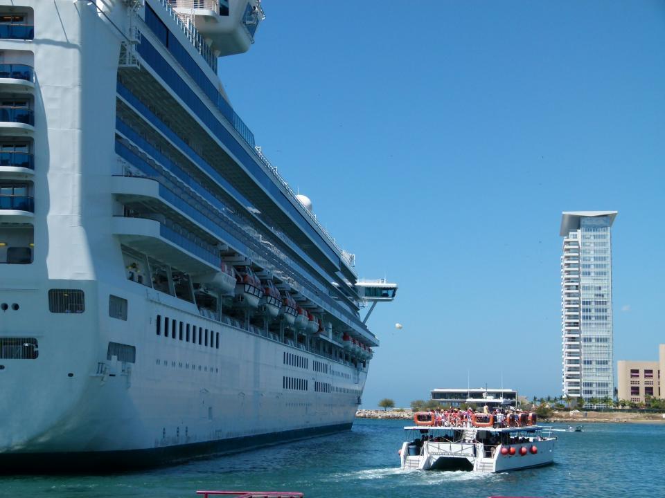 Triple arribo de cruceros deja cerca de 20 millones
