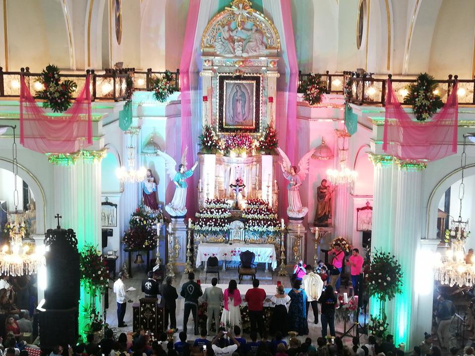 Cantan a La Morenita Mañanitas en su día