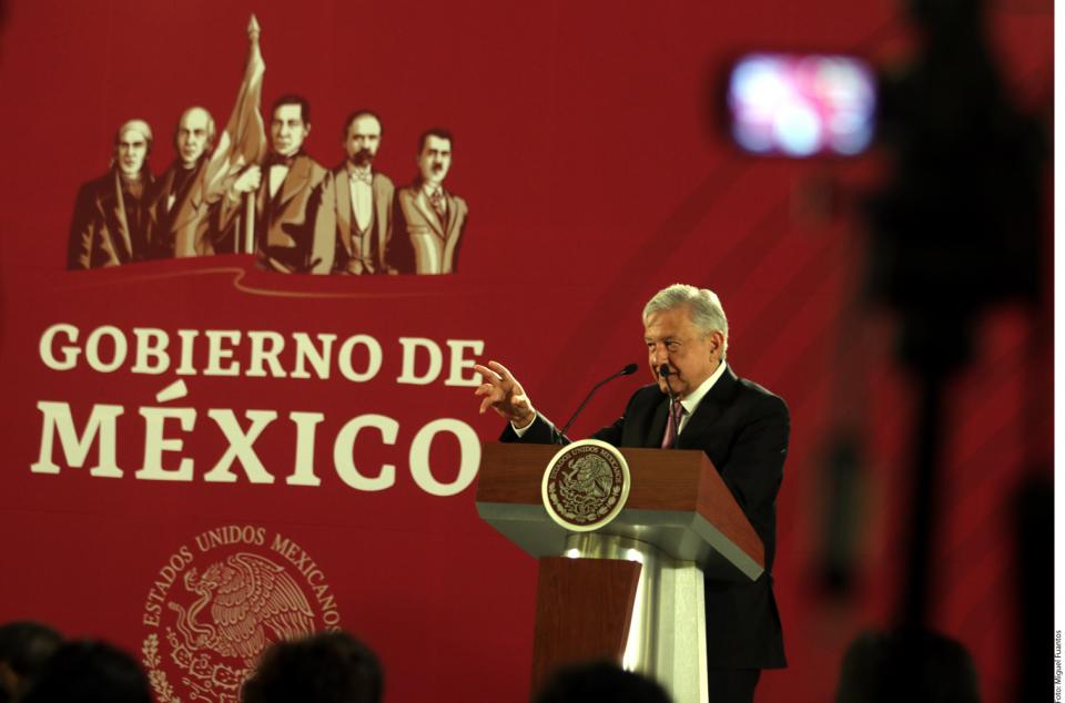 Da AMLO 'perdón' a ex jefes de Pemex