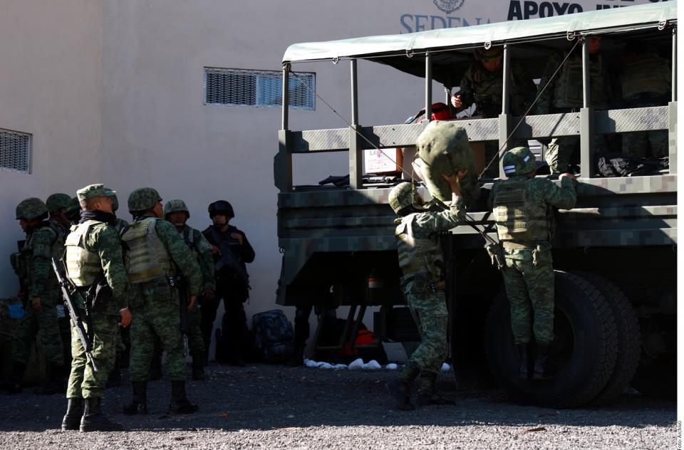 Cesa Pemex a funcionarios;  va contra huachicoleros