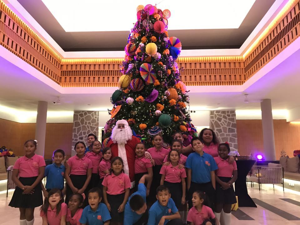 Inicia Marriot espíritu navideño con el encendido del árbol