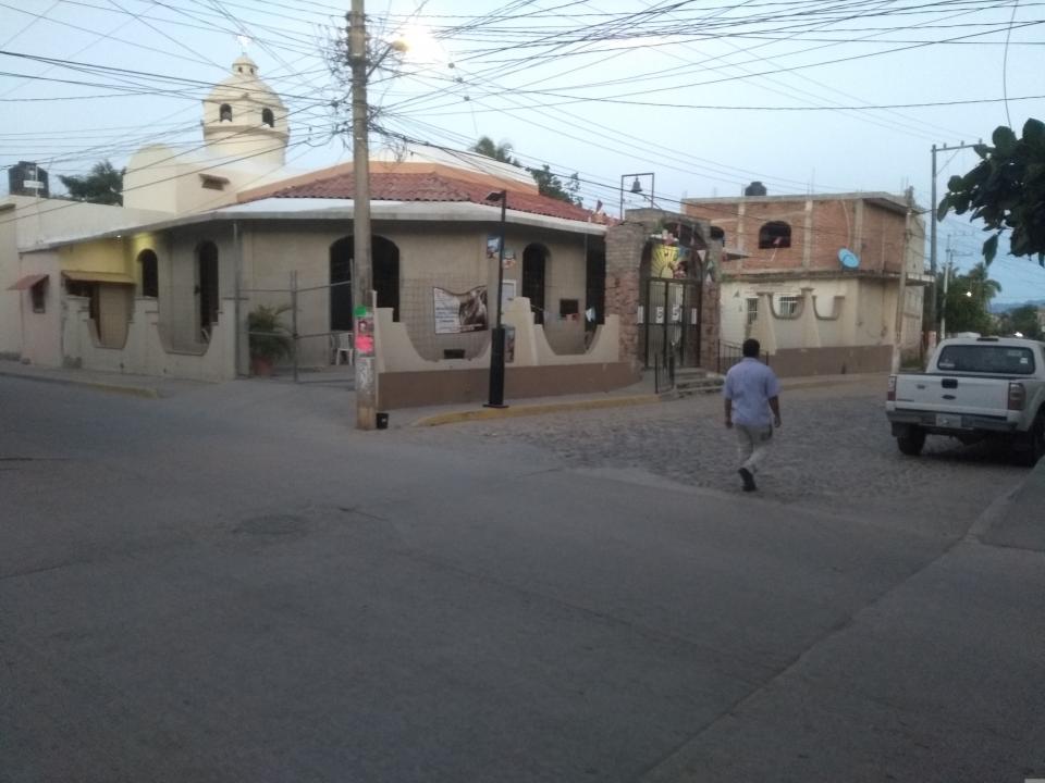 Piden en Jardines de Ixtapa apoyo a la autoridad para arreglar sus vialidades