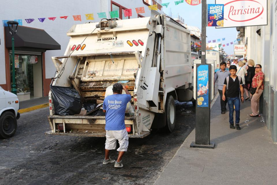 Gobierno Municipal redobla esfuerzos por limpieza de Puerto Vallarta