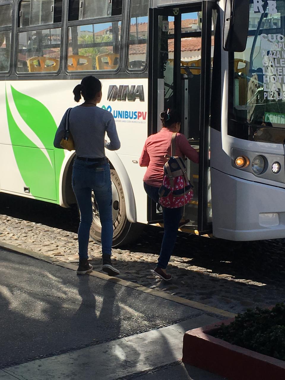 Conductores de los camioneso respetan a los pasajeros o se van