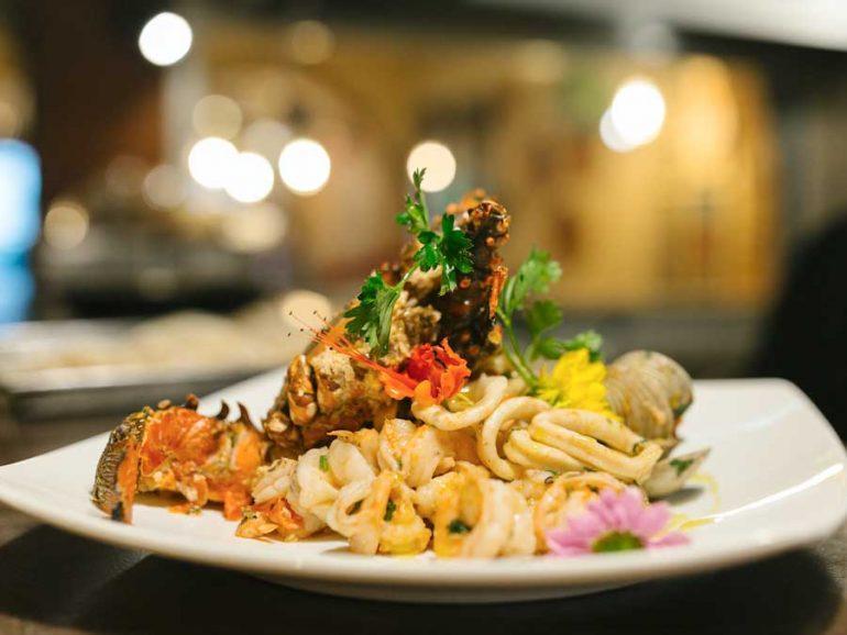La industria restaurantera de la Riviera Nayarit al 90%