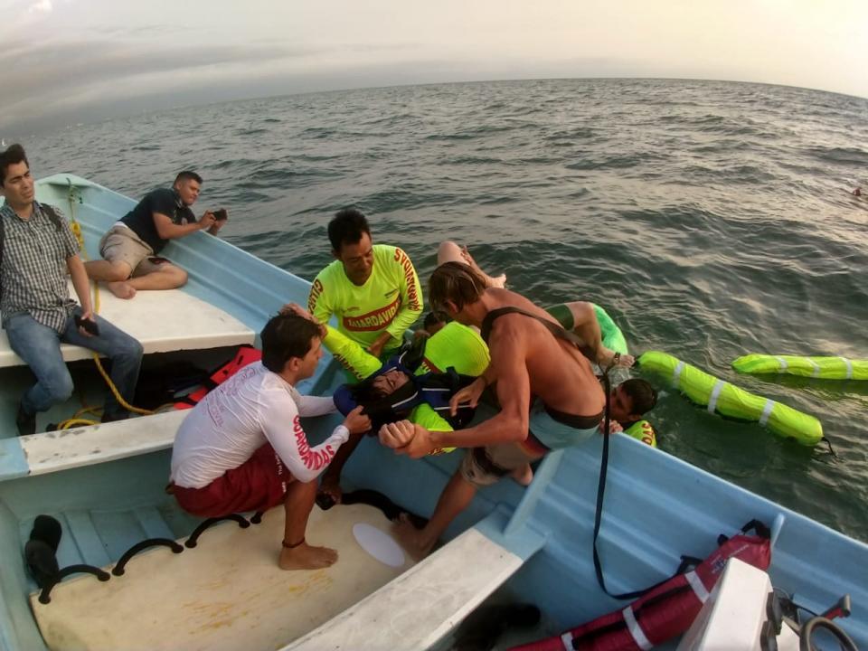 Disponen 45 guardavidas en las playas de Bahía de Banderas