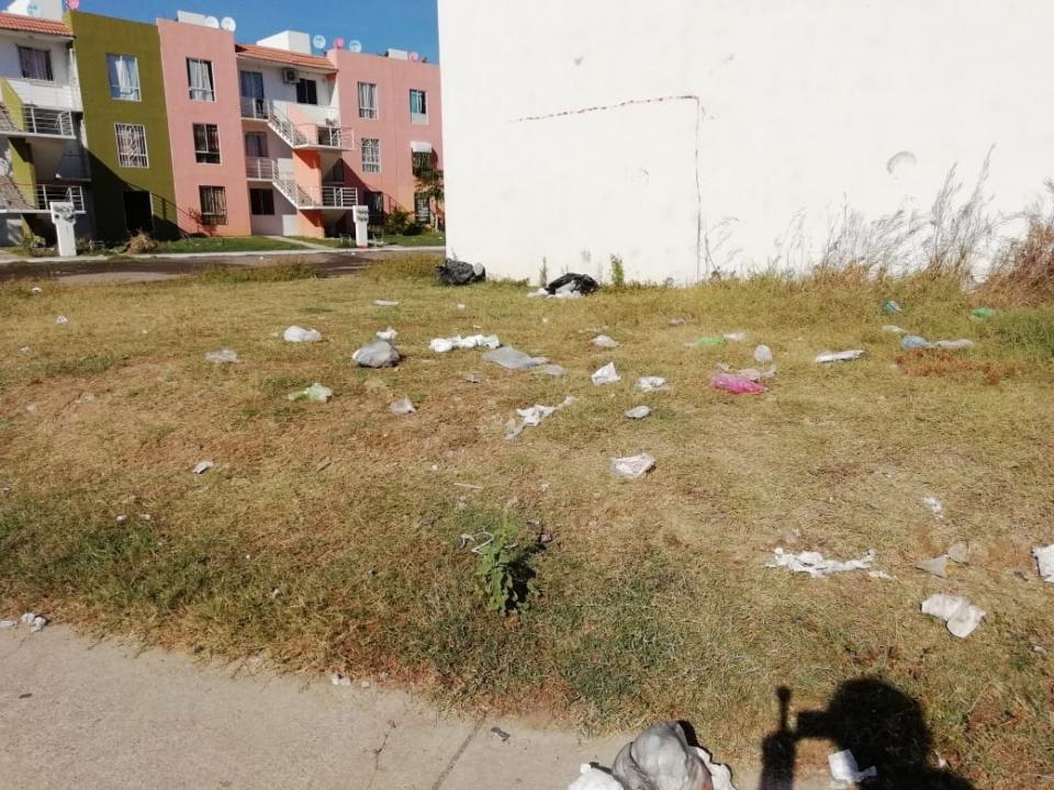 Vecinos de La Misión, se quejan de  la basura y falta de drenaje pluvial
