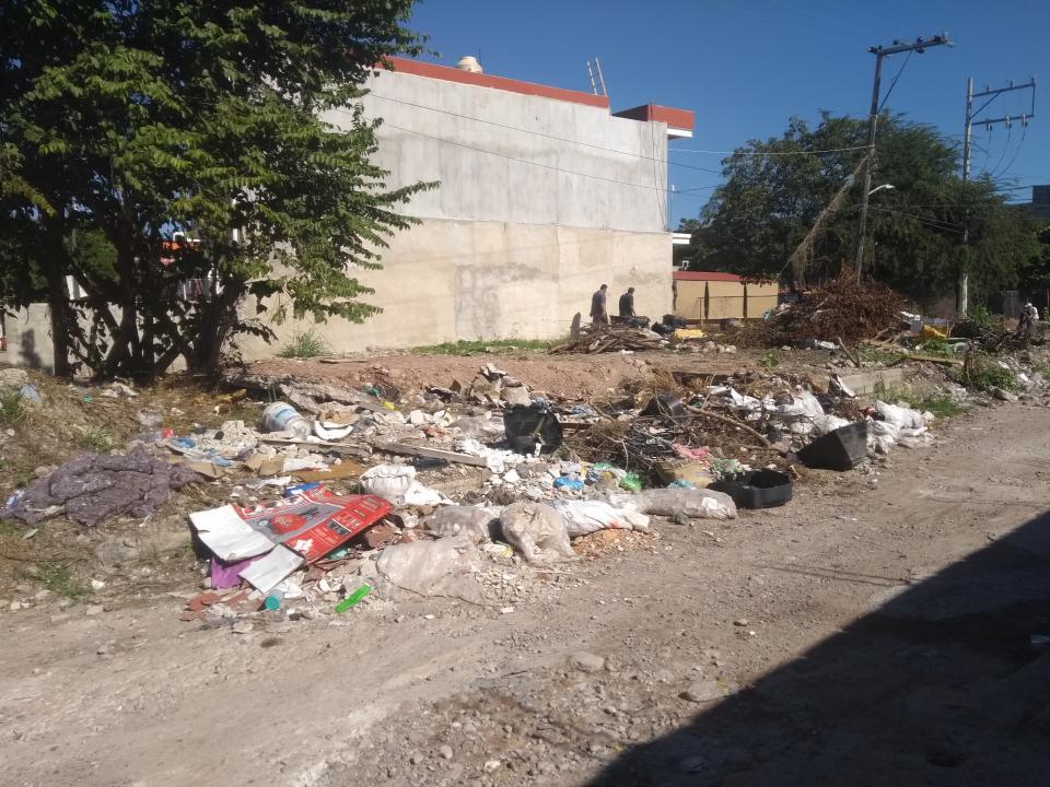 Terreno de la López Mateos,  un basurero clandestino
