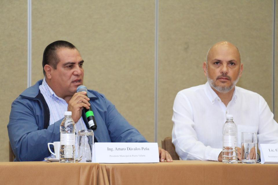 Llama alcalde a fortalecer la actividad turística de Vallarta