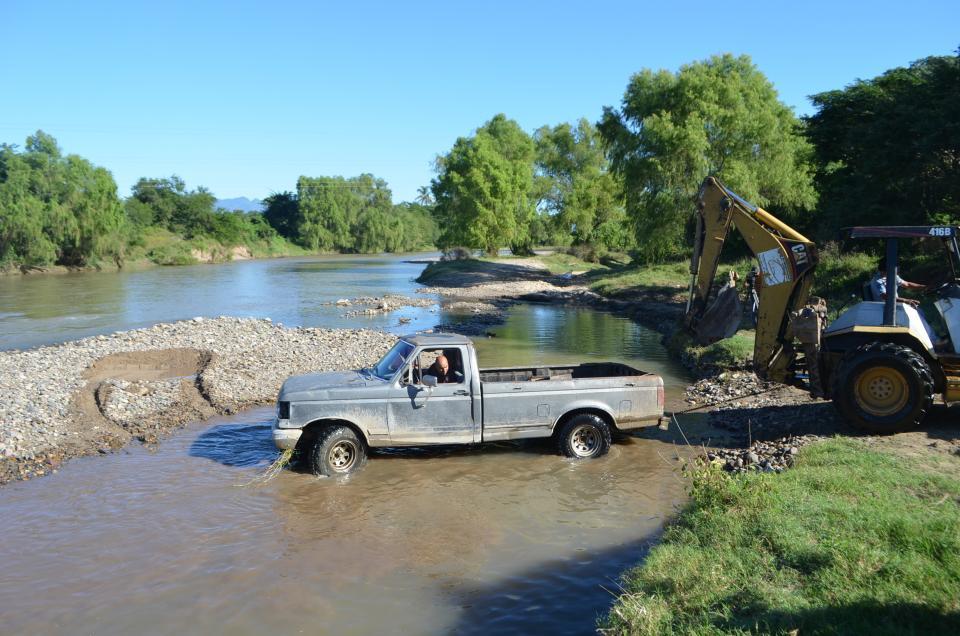 Camioneta se fue al río
