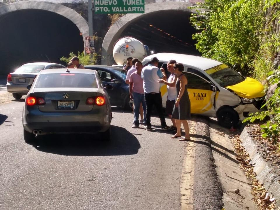 Aparatoso accidente en el ingreso al Túnel grande