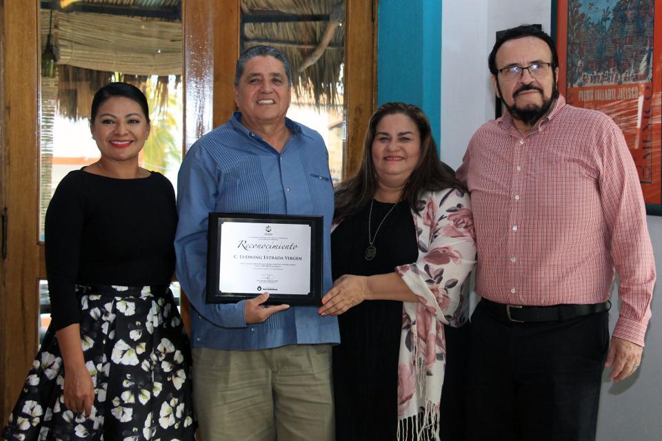 Por sus más de 33 años de labor turística    Reconoce gobierno municipal aporte de Ludwig Estrada a PV