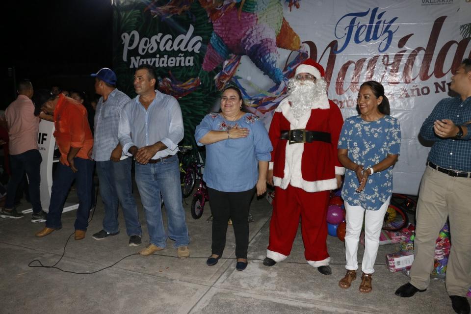 Celebra DIF las fiestas decembrinas en la colonia La Floresta