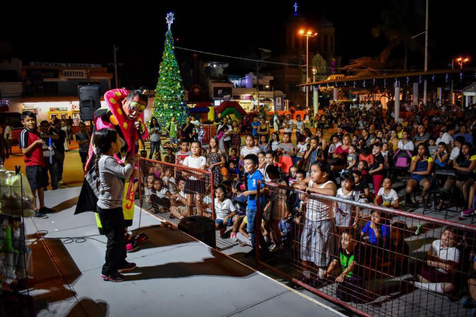 Viven familias del Pitillal las tradiciones decembrinas