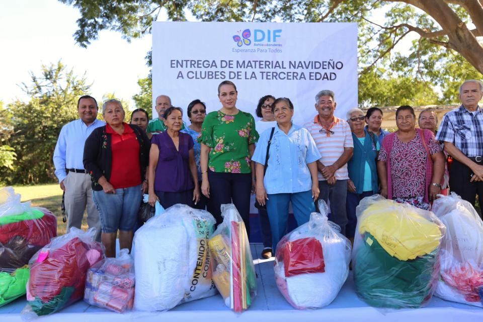 Ana Esperanza Berumen de Cuevas apoya actividad de Clubes de la Tercera Edad