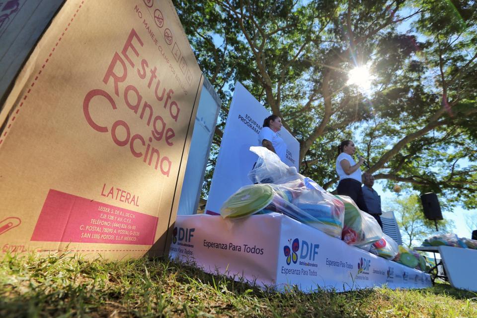 Jaime Cuevas y Ana Esperanza Berumen apoyan Desayunos Escolares