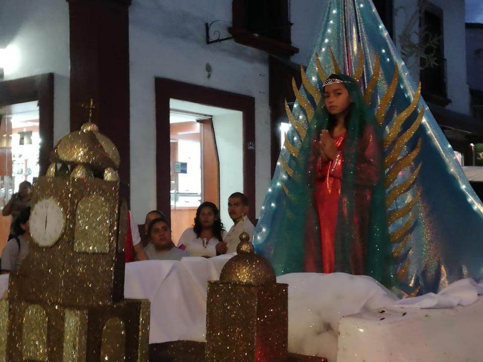 Peregrinan escuelas de Puerto Vallarta en el séptimo día de fiestas guadalupanas
