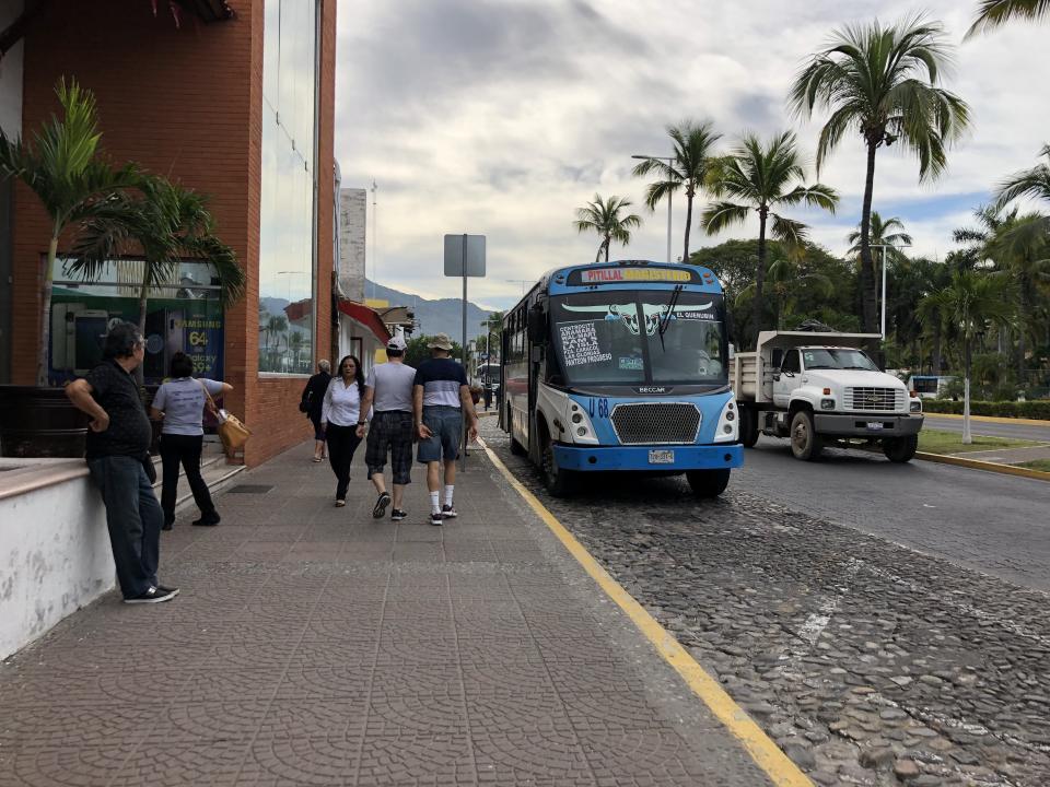 No da abasto el Transporte Público