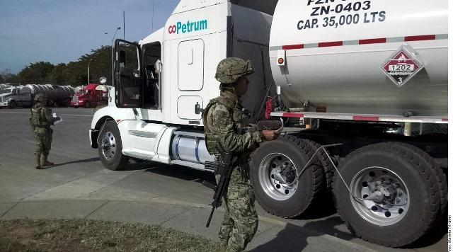 Intensifica Pemex envío de pipas con combustible
