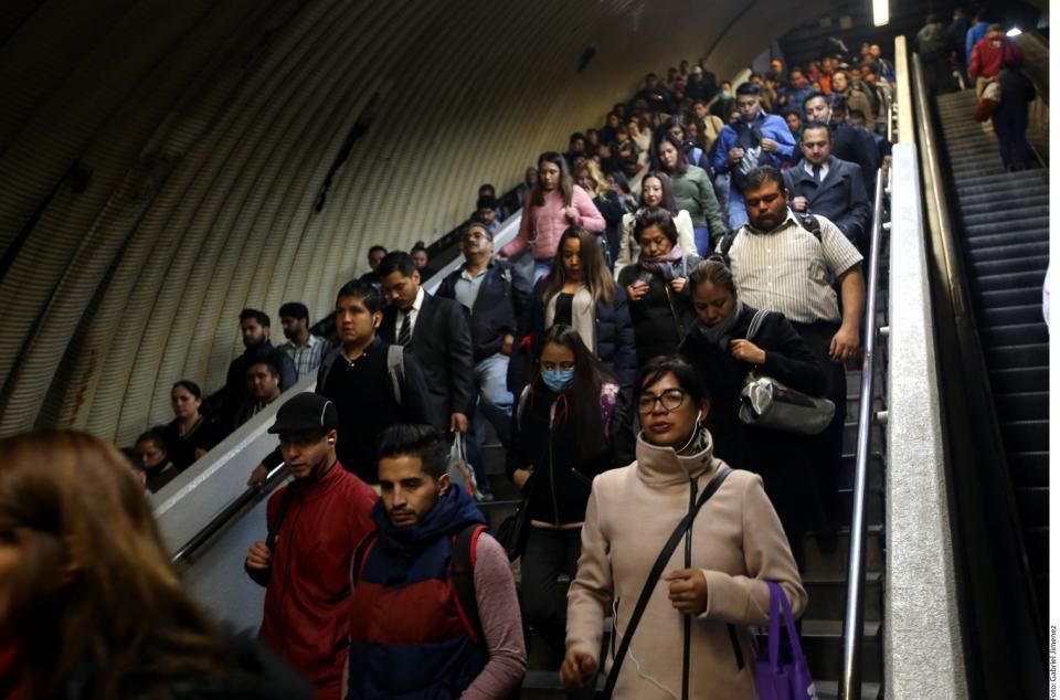 Persisten las filas... y cambian transporte