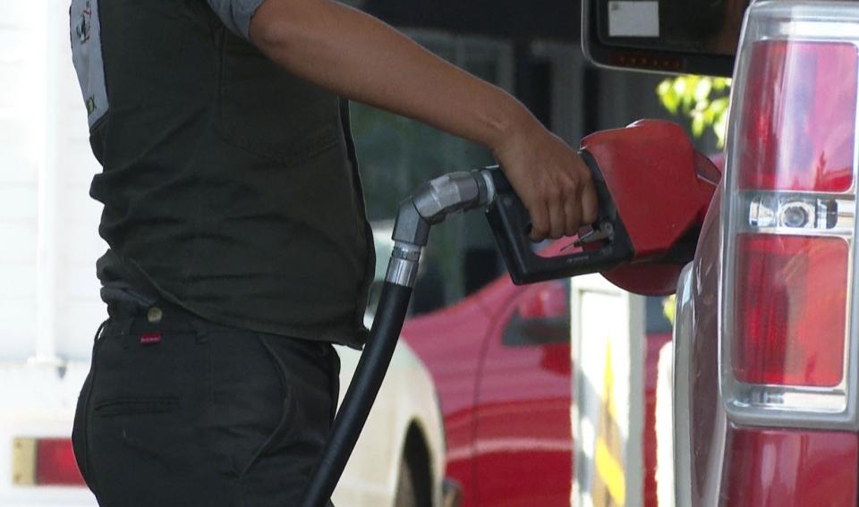 Automovilistas se previenen ante fraudes en gasolineras