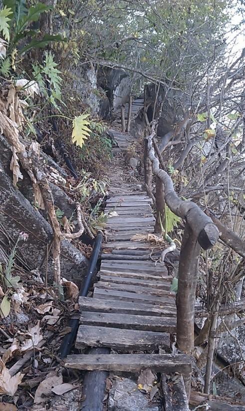 Sufre afectación playa de Colomitos por los turistas
