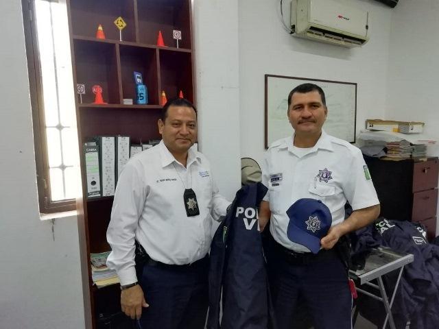 Entrega ayuntamiento equipo nuevo para policía vial de Bahía