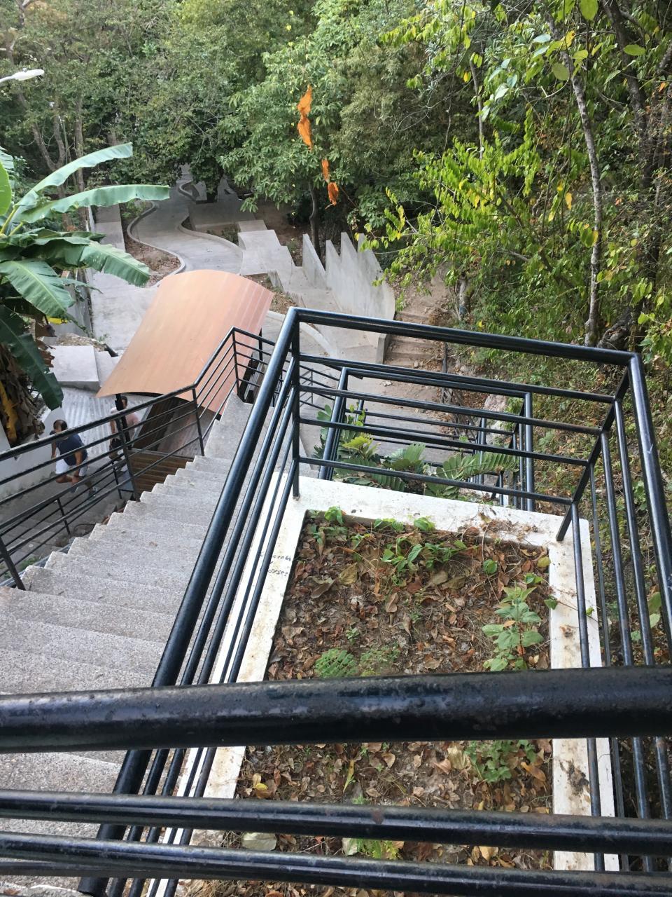 LLEGAR A LA CIMA DEL CERRO DE LA CRUZ TIENE COMO RECOMPENSA…    Impresionante vista en el Mirador de La Cruz