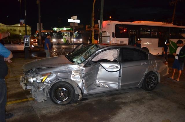 Tras impactarse contra camión de pasajeros, muerte cerebral
