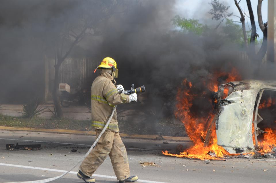 Volcó y se incendió  Chevy Monza