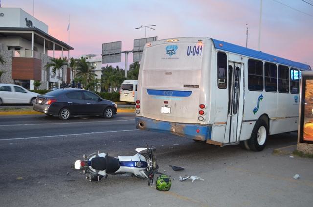 Un motociclista se impacta vs camión