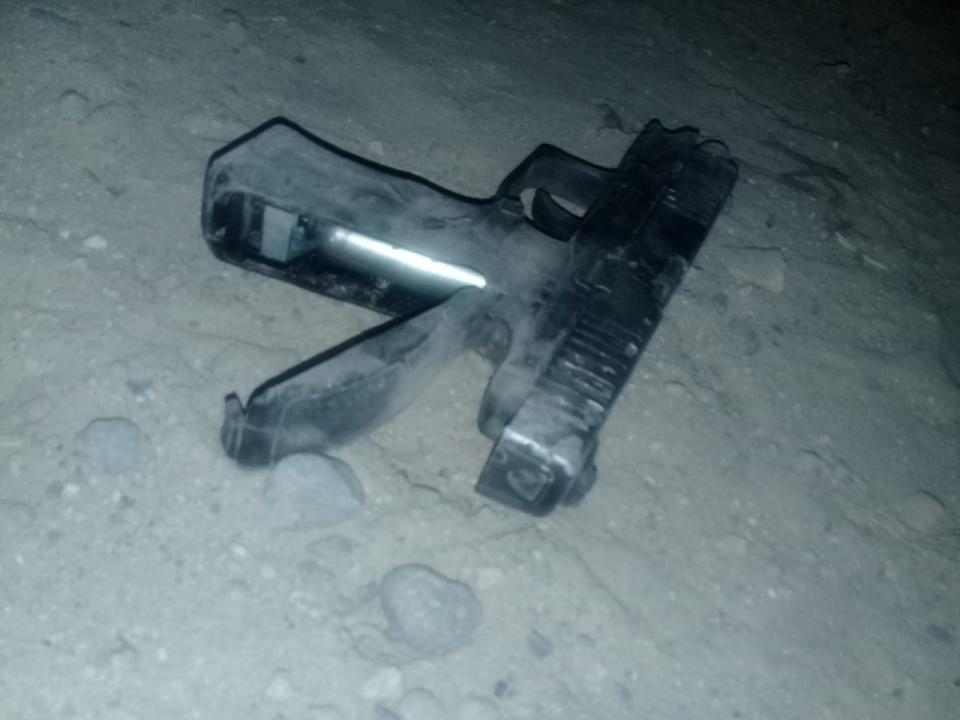 Ladrón retenido  con un arma