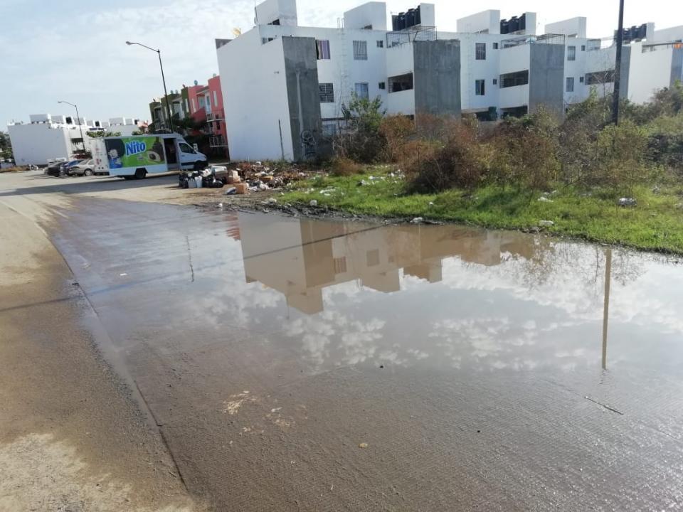 Sigue el problema de basura  y agua estancada en La Misión