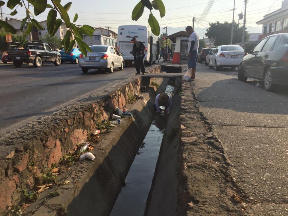 Limpian y reparan fuga del  canal de Palmar de Aramara