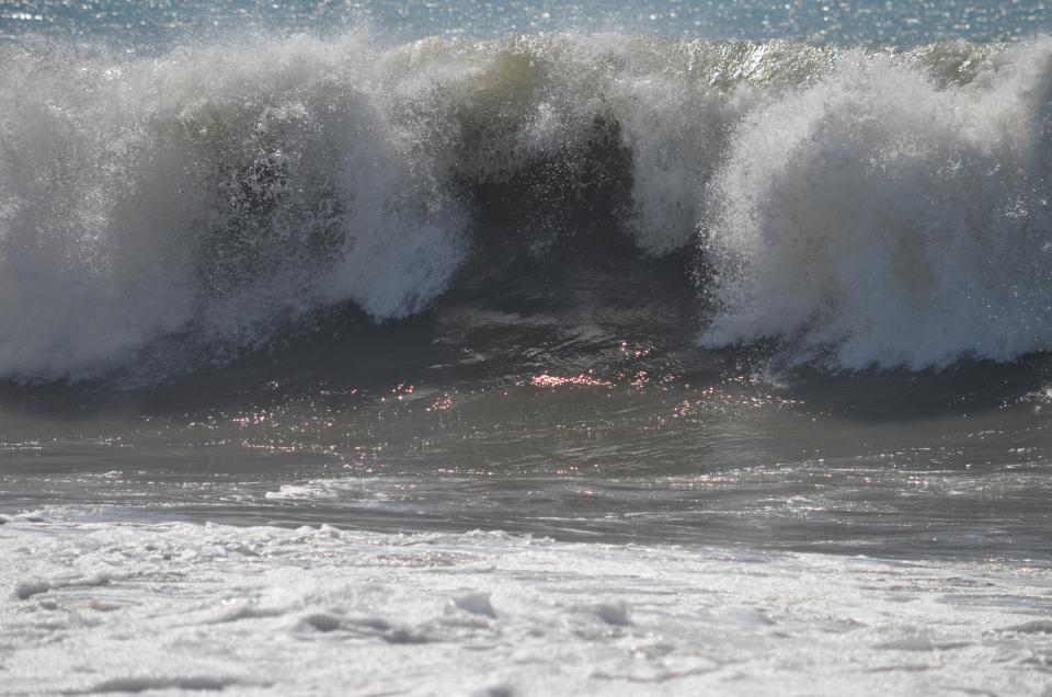 Marejada provoca movilización en playas de la ciudad