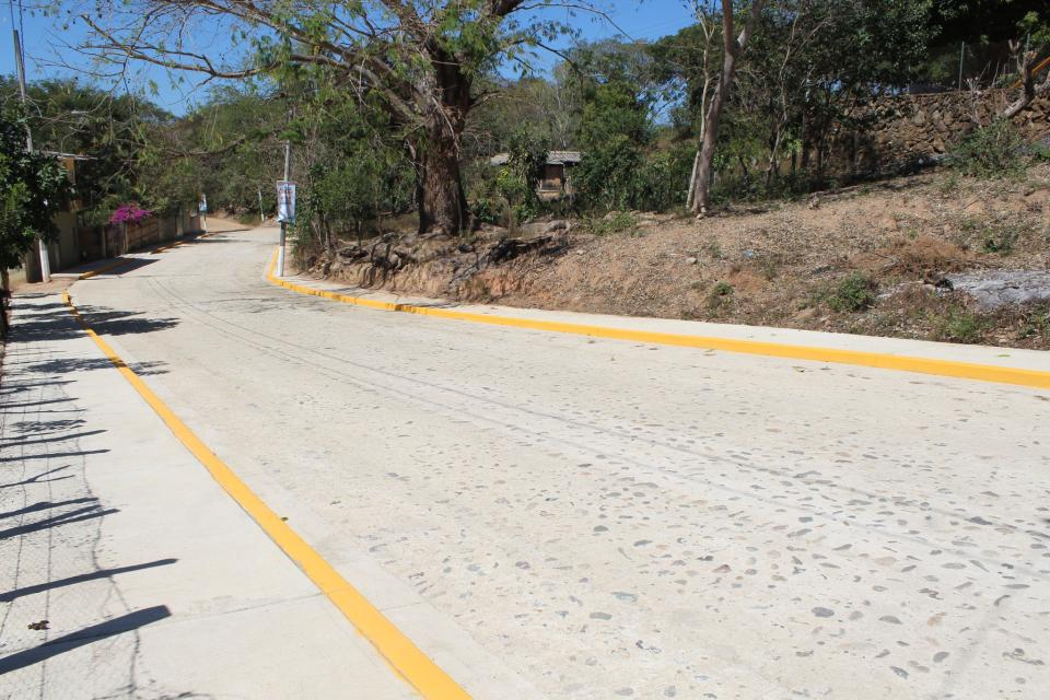 Con obras, transforman  Santa Cruz de Quelitán
