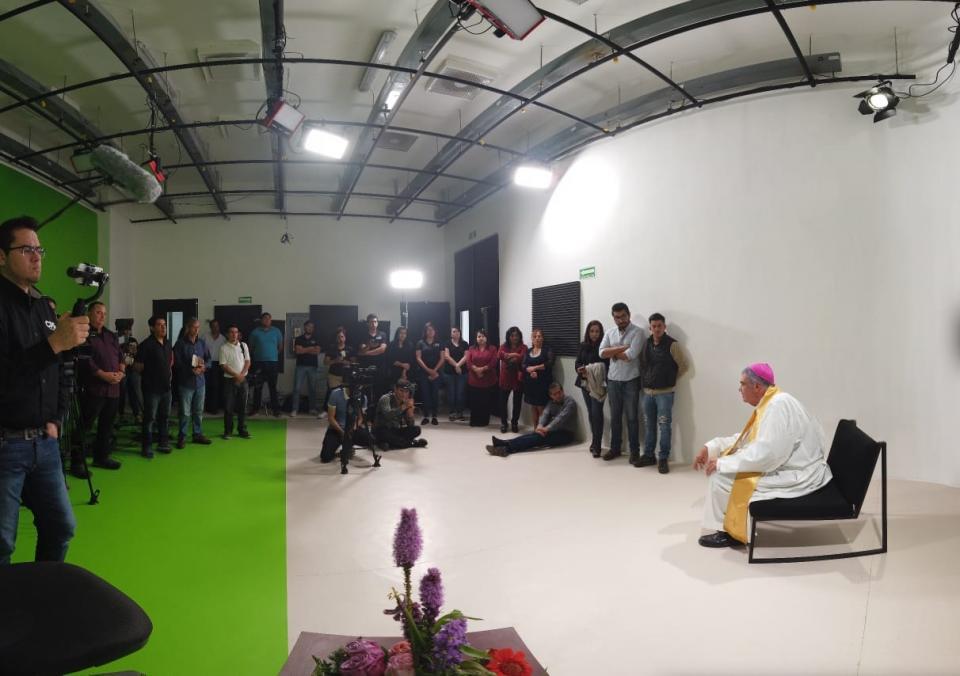 Llama Obispo a crear comunidad a directivos de CPS Media La Paz