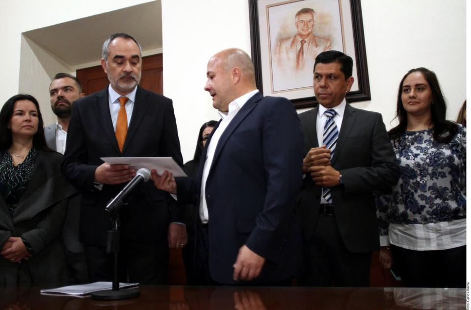 Va Enrique Alfaro por  nueva Constitución