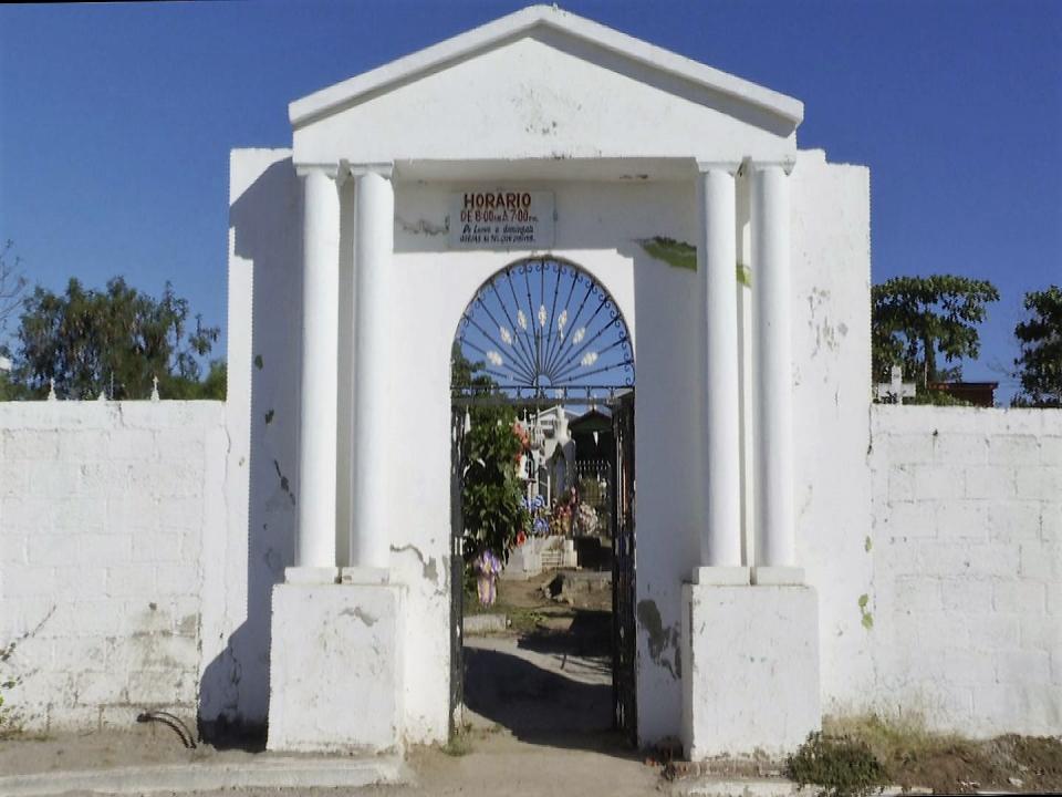 Reportan falta luminarias cerca  del panteón de San José