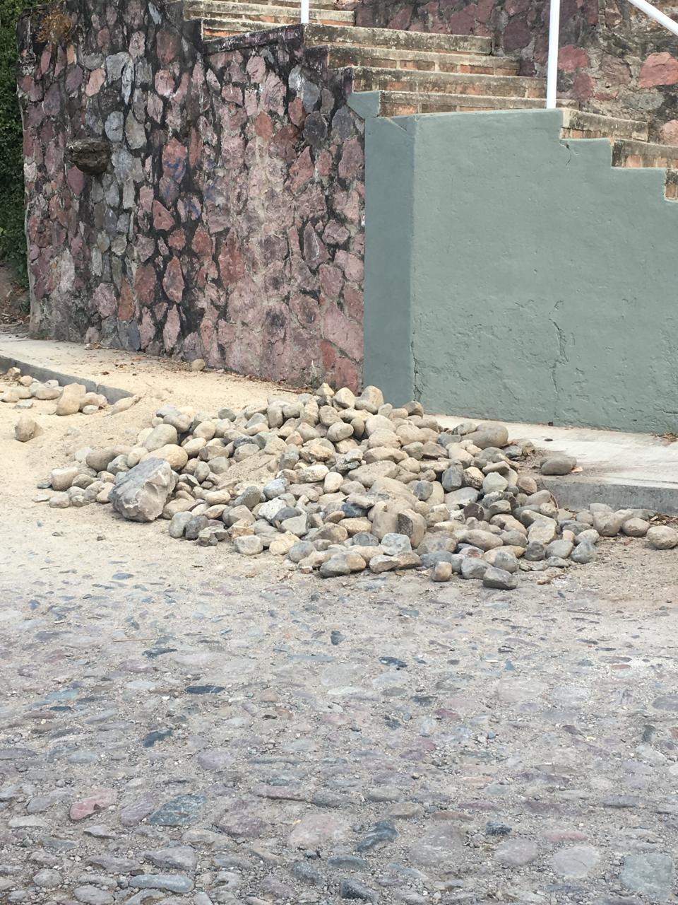 En las colonias el Caloso y las Arboledas Solucionan problemas de empedrados dañados
